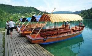 Экскурсийгая лодка